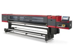 Ampla lança nova impressora UV no mercado nacional.