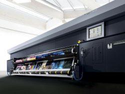 Durst apresenta impressora e promove inovações em sinalização.