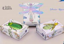 Embalagens de sabonetes Jardim das Luzes, da Casa Feito Brasil, têm acabamento especial