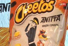 Cheetos faz parceria com Anitta e lança embalagem limitada da cantora
